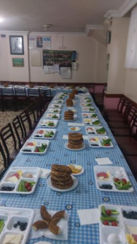 Kervansaray Köyü Derneğinin 2018 Yılında Dernek Lokalinde Gençlere Vermiş Olduğu Kahvaltı